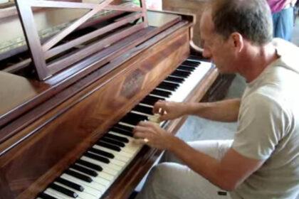 Piano Pleyel désaccordé