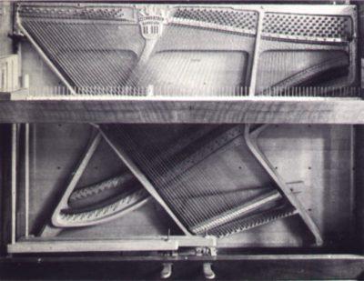 Cadre et cordes d'un piano droit (Steingräber)